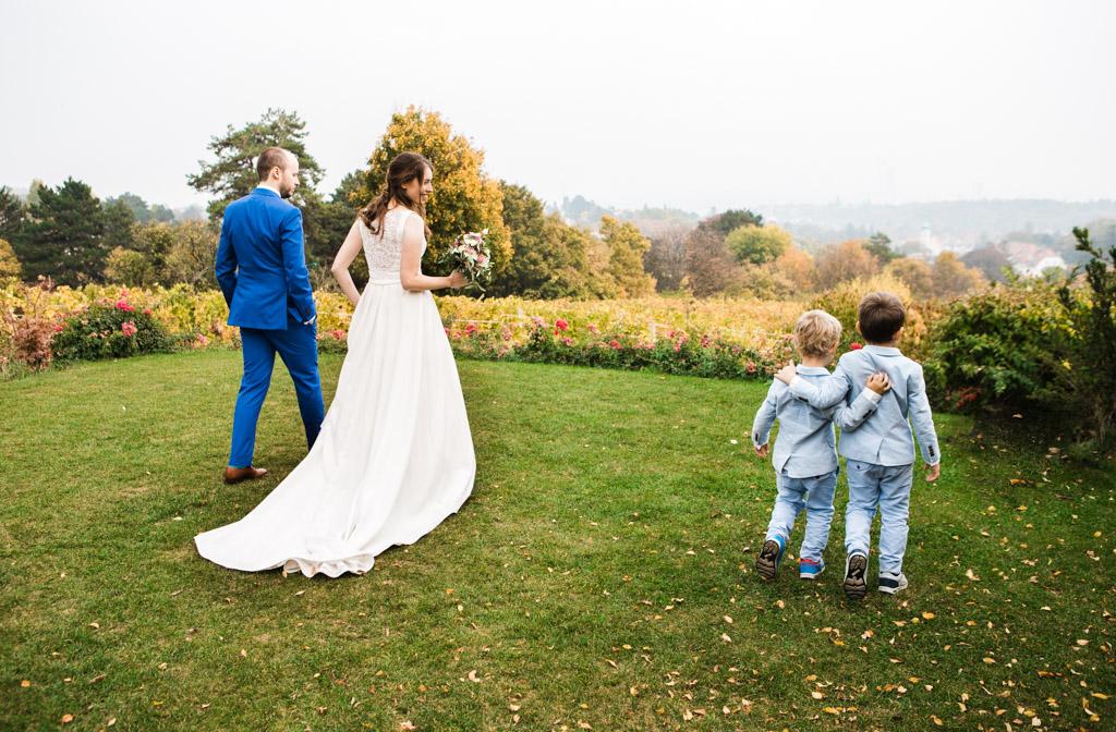 wedding-photo-im-weingut-am-Reisenberg