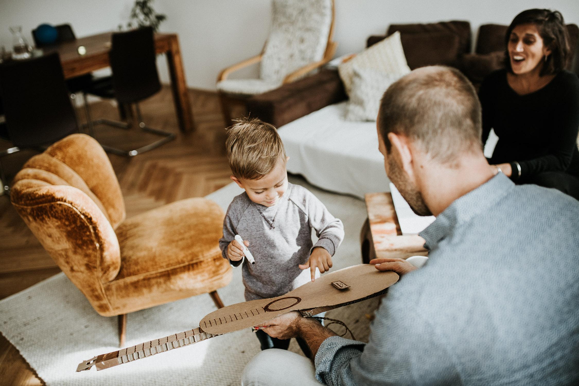 boy-drawing-the-guitar