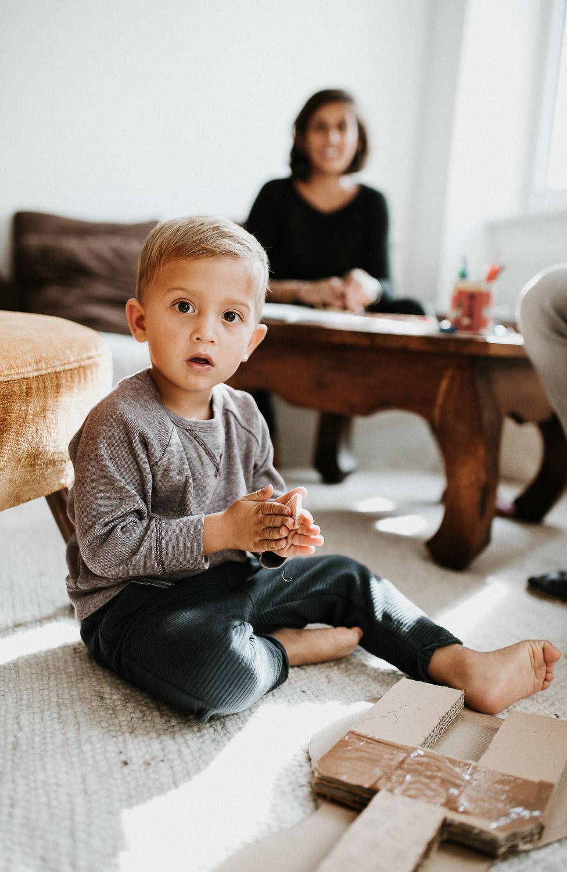 child-portrait-in-home-session