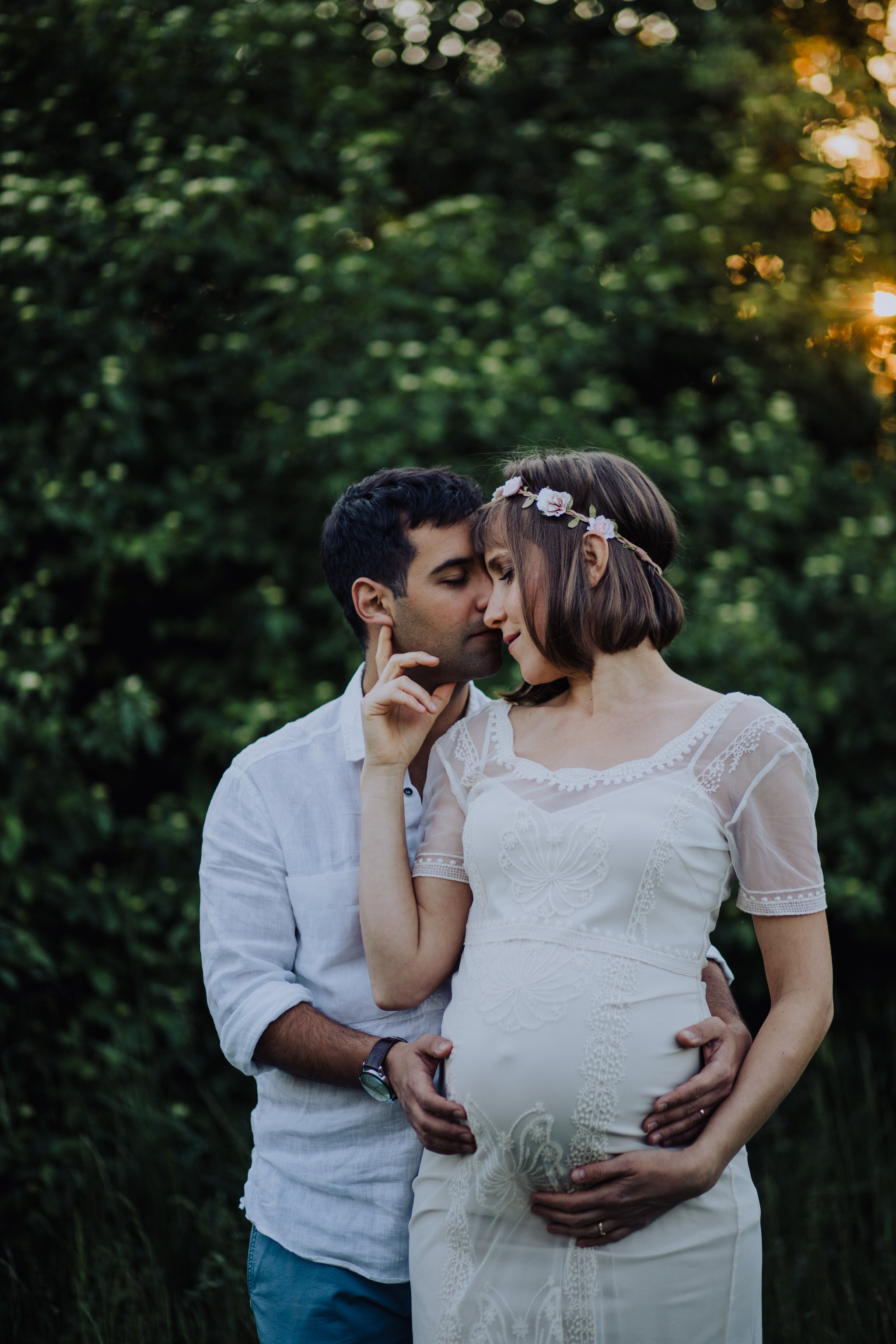 pregnancy sesion outdoors